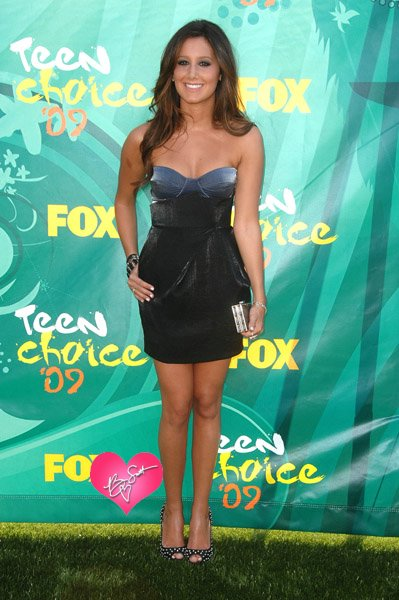 Ashley_Tisdale_Teen_Choice_Awards_8909_01